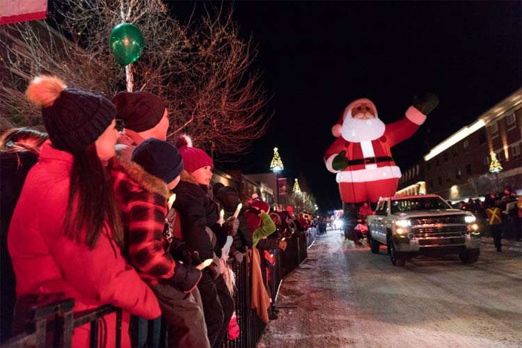 SANTA-CLAUS-PARADE-DAY-IN-BANFF-750